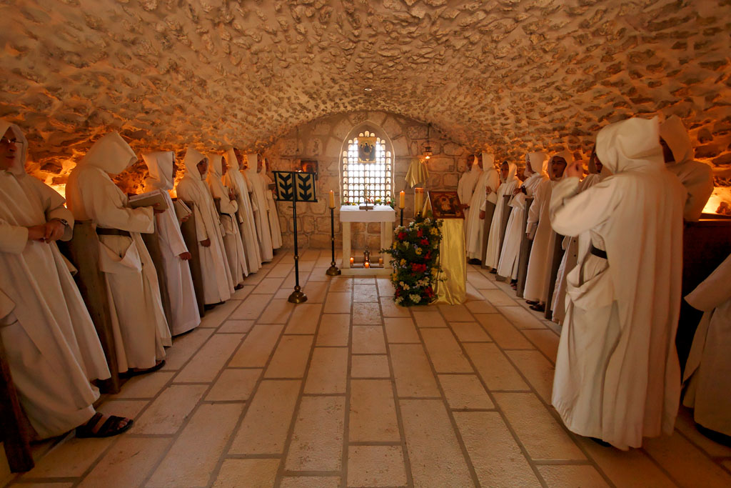 """THE HOLINESS OF THE MOTHER OF GOD IN EAST AND WEST (also NEW LINKS TO POSTS OF THE MONKS & NUNS """"OF JERUSALEM"""" and """"OF BETHLEHEM"""" in France."""